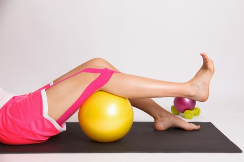 Doing knee exercises is one of the knee inflammation treatment options.