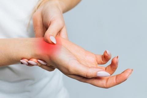 Painful joints are one of the early arthritis symptoms.