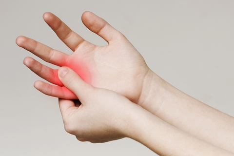 Stiff joints are one of the early arthritis symptoms.