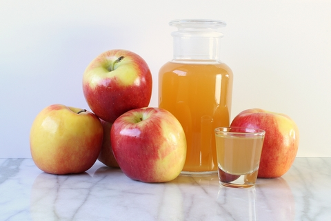 Apple cider vinegar is an effective home remedy for joint and muscle pain.