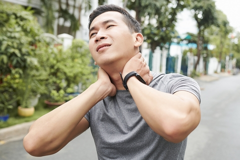 A stiff neck is one of the pulled neck muscle symptoms.
