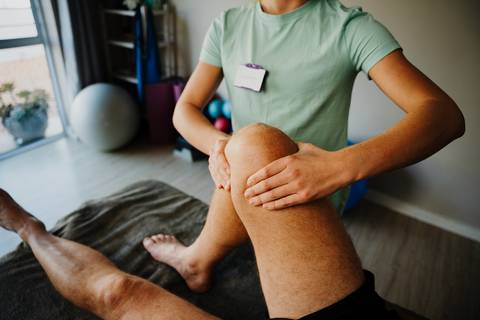 Massage therapy for knee pain and swelling